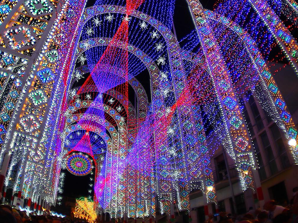 Scorrano capitale mondiale delle luminarie per la festa for Luminarie puglia